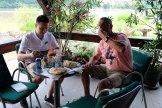 Cevapcici eten met Alija in Divic