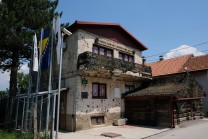 Ingang van het tunnelmuseum, vliegveld Sarajevo