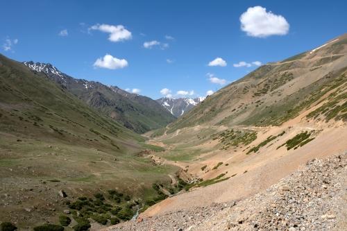 Weg naar Kara-Buura pas (3300 meter)